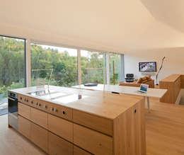 minimalistic Kitchen by Fabi Architekten BDA