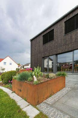 Casas de estilo moderno por ku architekten