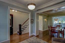 Corridor & hallway by Ben Herzog Architect