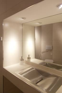 Musterhaus  freelance: minimalistische Badezimmer von smartshack