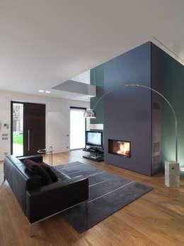 Salon de style de style Moderne par studio antonio perrone architetto