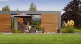 Musterhaus freelance: minimalistische Häuser von smartshack