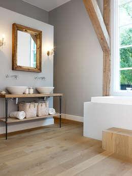 Charme badkamer: landelijke Badkamer door Nobel flooring