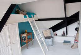 Recámaras infantiles de estilo moderno por IJzersterk interieurontwerp