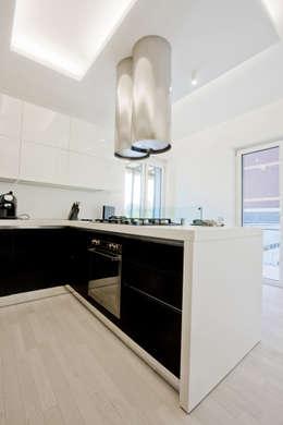 minimalistic Kitchen by Emanuela Gallerani Architetto