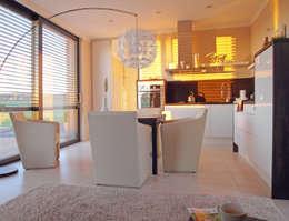 modern Dining room by smartshack