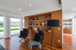 Salas de estar modernas por Atelier Lopes da Costa
