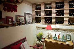Bodegas de vino de estilo  por URBANA 15