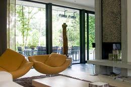 Villa Vught: industriële Woonkamer door Doreth Eijkens | Interieur Architectuur