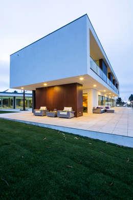 Projekty, nowoczesne Domy zaprojektowane przez Atelier Lopes da Costa