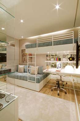 classic Bedroom by Chris Silveira & Arquitetos Associados