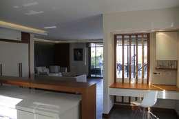 Mimkare İçmimarlık Ltd. Şti. – M BICAKCI HOUSE GUNDOGAN BODRUM: modern tarz Oturma Odası
