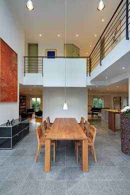 Architekturbüro Lehnen: modern tarz Yemek Odası