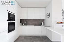 MODERN ONE: styl , w kategorii Kuchnia zaprojektowany przez SUMA Architektów