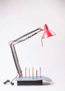 Upcycling Skatelamp - Architektenlampe mit Skateboards veredelt: ausgefallene Arbeitszimmer von Colourform