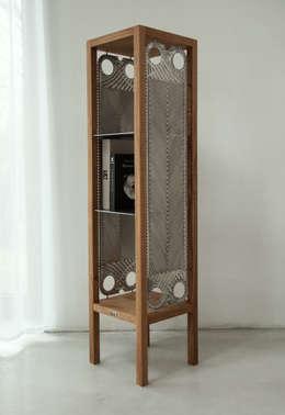 Etażerka w dębowej ramie: styl , w kategorii Salon zaprojektowany przez NaNowo Industrial Design