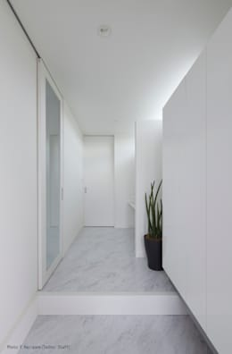 Corridor & hallway by 松岡健治一級建築士事務所