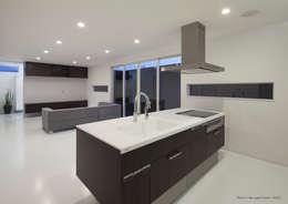 minimalistic Kitchen by 松岡健治一級建築士事務所