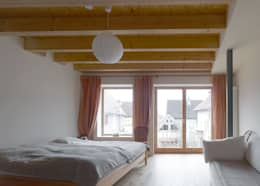 臥室 by +studio moeve architekten bda