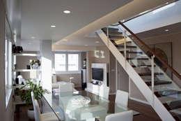 Projekty,  Jadalnia zaprojektowane przez Intra Arquitectos