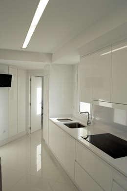 Projekty,  Kuchnia zaprojektowane przez Intra Arquitectos