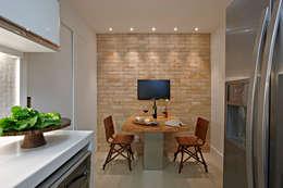 Apartamento Prainha: Cozinhas modernas por Coutinho+Vilela