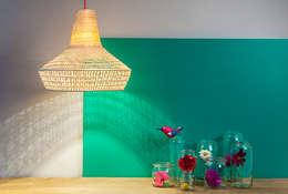 Wicked light by Esmé: moderne Woonkamer door ANNY&