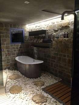 rustic Bathroom by DF Design