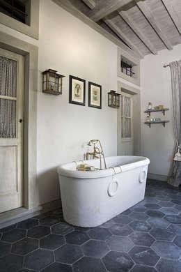 Salle de bain de style de style Rustique par Antonio Lionetti Home Design
