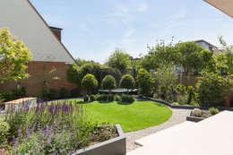 BTL Property LTD: modern tarz Bahçe