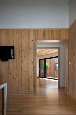Ssangdalri House: hyunjoonyoo architects의  창문