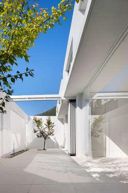 Mug Hakdong: hyunjoonyoo architects의  정원