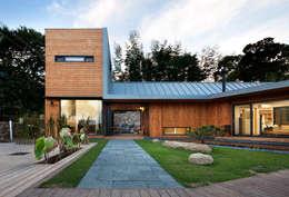 Casas de estilo moderno por hyunjoonyoo architects