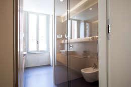 Baños de estilo minimalista de bdastudio
