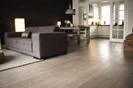 Woonhuis, houten vloer: landelijke Eetkamer door Zilva Vloeren