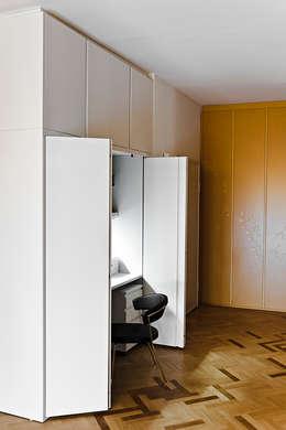 Projekty,  Domowe biuro i gabinet zaprojektowane przez Bodà