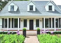 Projekty, wiejskie Domy zaprojektowane przez THE WHITE HOUSE american dream homes gmbh