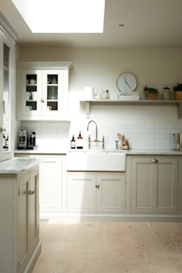 Cocinas de estilo rural por deVOL Kitchens