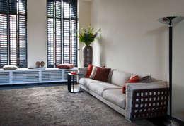 zithoek 1: eclectische Woonkamer door HET LINDEHUYS interieurvormgeving