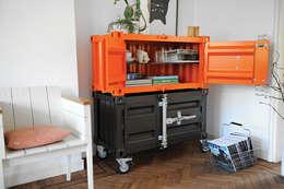 Pandora Small oranje en antraciet: industriële Woonkamer door Studio Sander Mulder