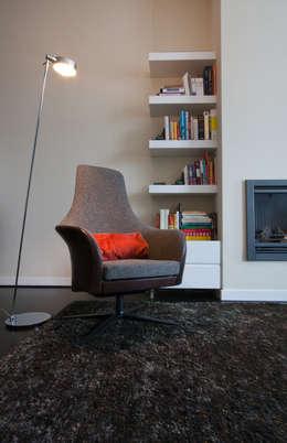 zithoek 4: eclectische Woonkamer door HET LINDEHUYS interieurvormgeving