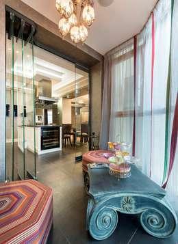 Чайная комната на лоджии при кухне: Tерраса в . Автор – Studio B&L