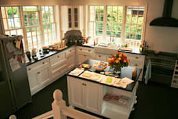 Cozinhas campestres por THE WHITE HOUSE american dream homes gmbh