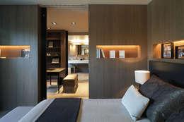 modern Bedroom by adela cabré