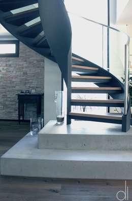 Projekty,  Korytarz, przedpokój zaprojektowane przez di architekturbüro