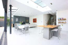 moderne Eetkamer door PAD ARCHITECTS