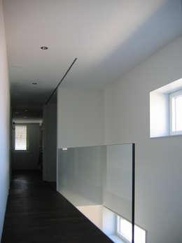 EFH Steinbreite, Ehrendingen, 2009: moderner Flur, Diele & Treppenhaus von 5 Architekten AG