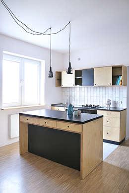 Mieszkanie studenckie: styl , w kategorii Kuchnia zaprojektowany przez PB/STUDIO