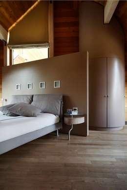 Habitaciones de estilo moderno por alberico & giachetti architetti associati