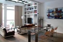 PRANZO_LIVING: Soggiorno in stile in stile Moderno di T+T ARCHITETTURA
